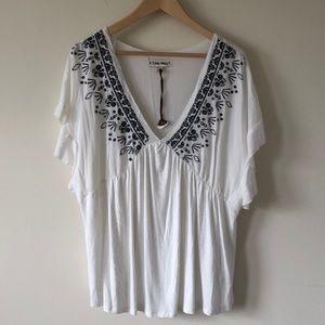 Gorgeous Knox Rose white navy embroidered blouse